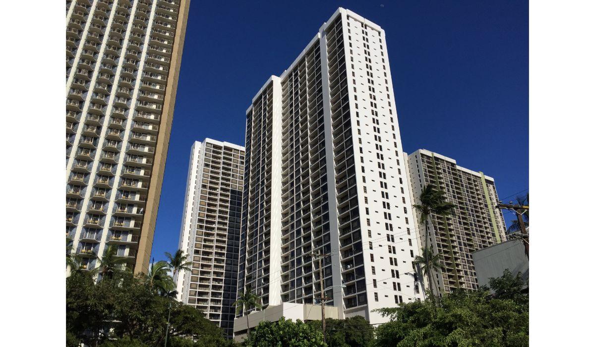 Waikiki Banyan 1200-700